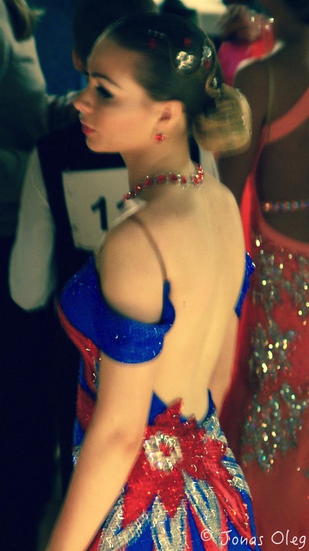 Maria er ved at gøre sig klar til DM i Standard dans